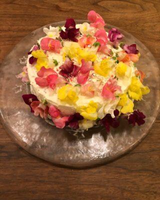 ケーキ屋,スポンジ,スポンジケーキ,手作りケーキ,デコレーション,お菓子作り,手作りお菓子,エディブルフラワー